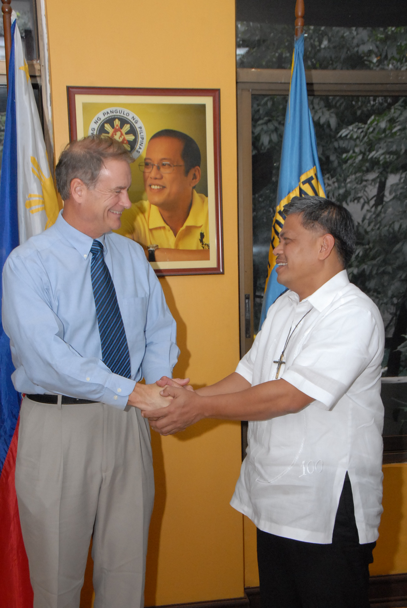 SIL International Director Freddy Boswell, Education Secretary Armin Luistro