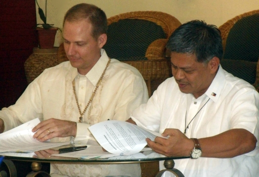Leaders of DepEd and SIL Philippines sign renewed cooperative agreement
